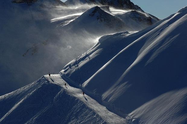 Windy Skiing