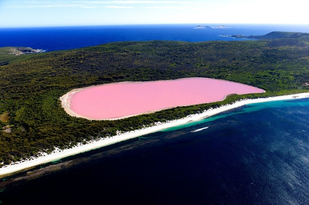 Lake Hillier bird's eye view