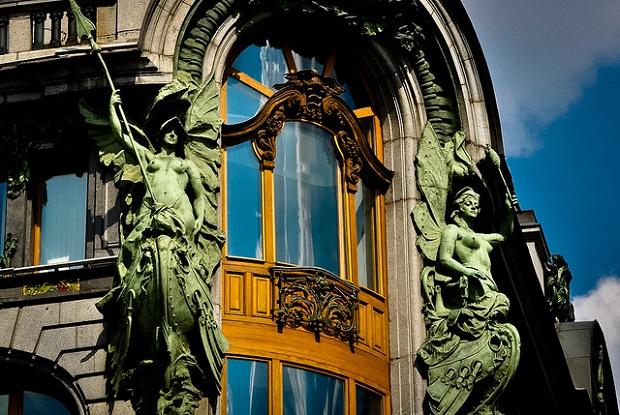 Singer Building Statues