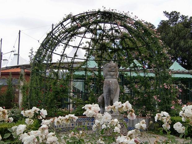 Lisbon Zoo statue