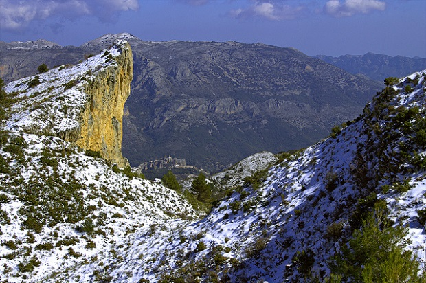 Alicante snowy hiking trail