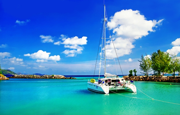 Picture of a yacht in the beautiful Seychelles